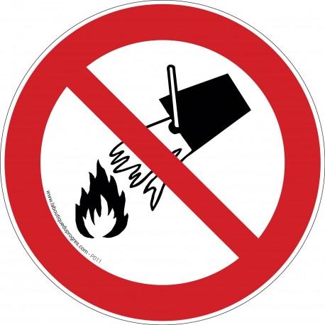 Pictogramme Interdiction d'éteindre avec de l'eau P011